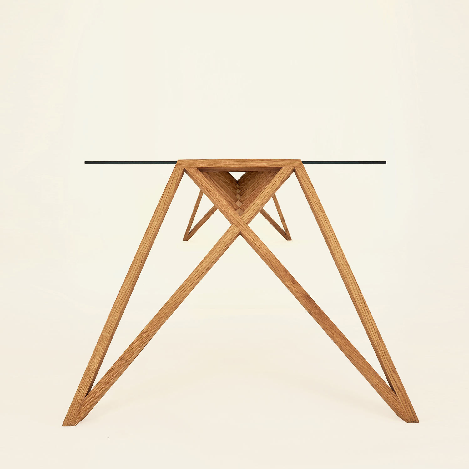 wooden table ponte